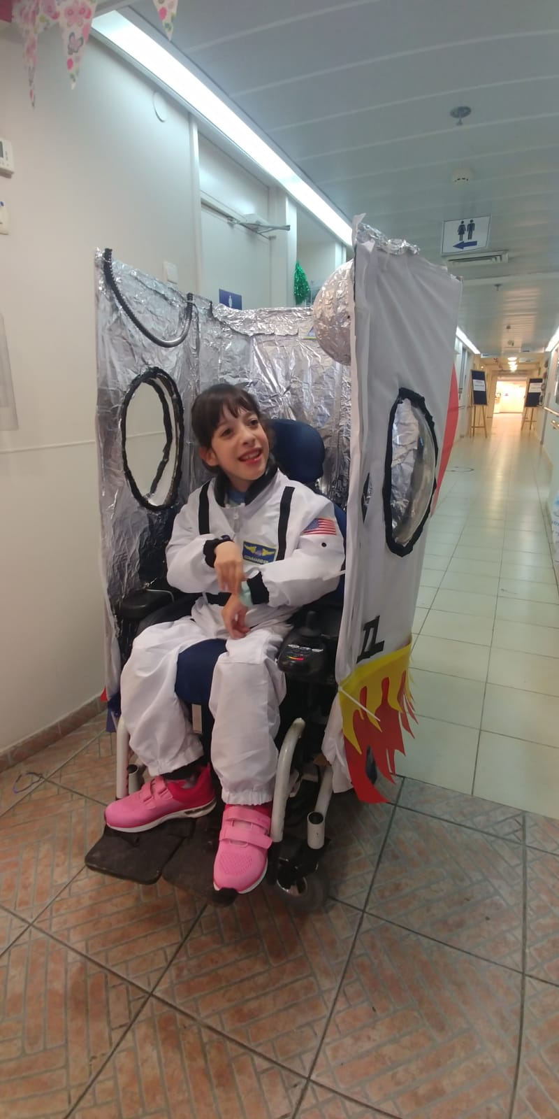 Roni the astronaut and her rocket ship: